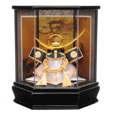 <トイザらス> 送料無料【五月人形】トイザらス限定 兜ケース飾り「上杉謙信 ダイヤ形アクリル」