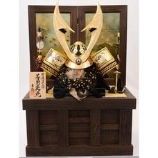<トイザらス> 送料無料【五月人形】トイザらス限定 着用兜収納飾り「焼箔 金彩松焼桐」