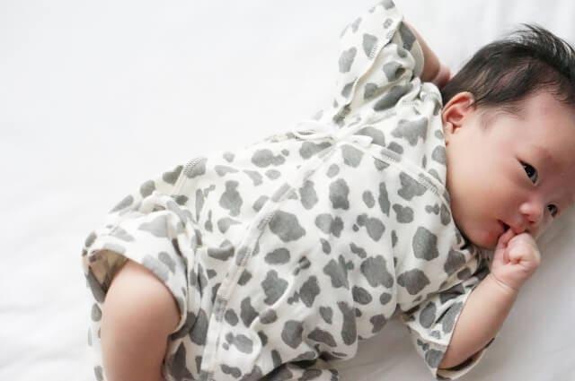 赤ちゃん 服 の 着せ 方